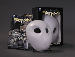 Batman: The Court of the Owls Book and Mask Set